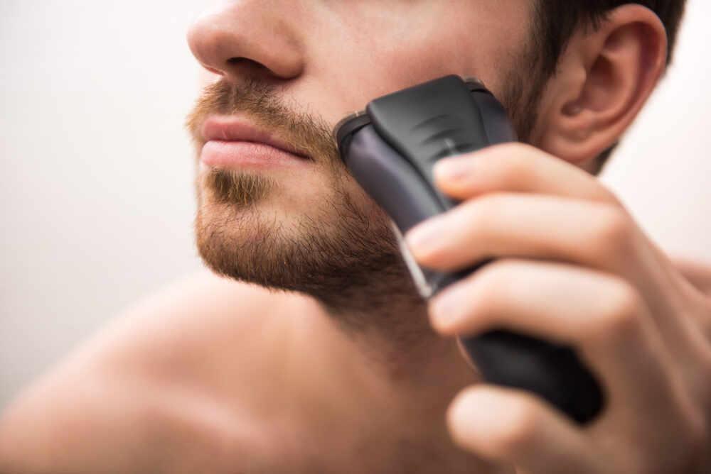 Come ottenere una rasatura ravvicinata con un rasoio elettrico